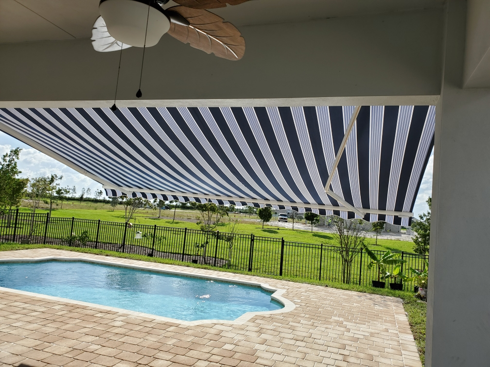 retractable awning installation in Plantation Florida